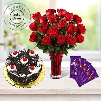 Eggless Black Forest Cake 1 Kg with 6 Red Roses Bunch and 5 Chocolates