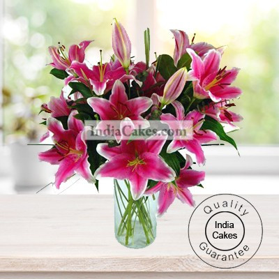 5 MULTIBUDS ORIENTAL LILLIUMS WITH A GLASS VASE