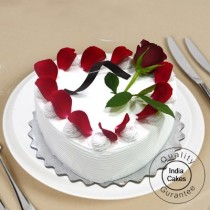 Eggless Vanilla Cake 1 Kg Heart Shaped