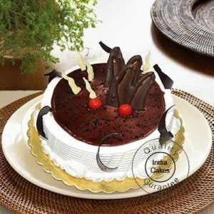 Half Kg Black Current Cake